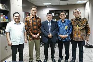 L. Halim Santoso dengan Direktur Perpajakan internasional